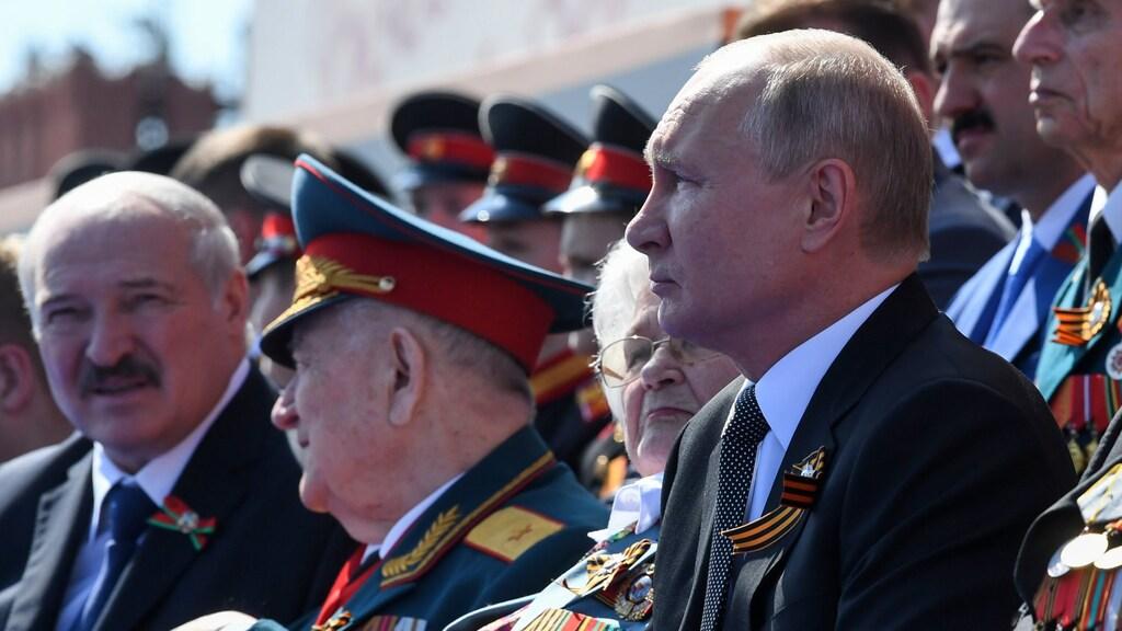 Loekasjenko bij de Russische president Poetin. De relatie tussen de bondgenoten is afgelopen tijd verslechterd.