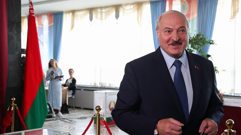 Loekasjenko zegt dat hij een zesde termijn heeft gewonnen. Maar de demonstranten willen hem er niet mee weg laten komen.