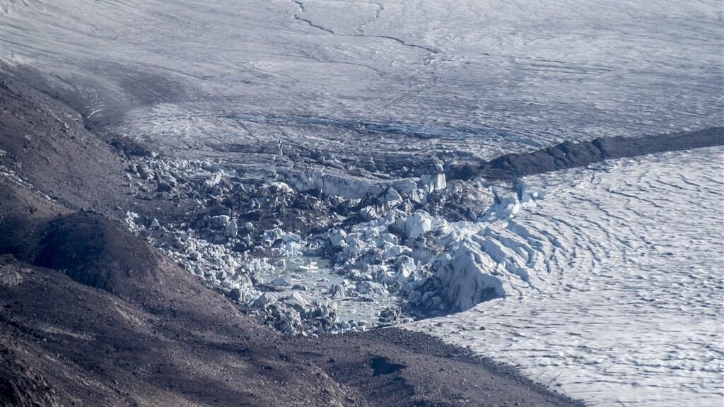 Het binnenlandse ijs van Groenland smelt zichtbaar op deze foto van augustus 2019.