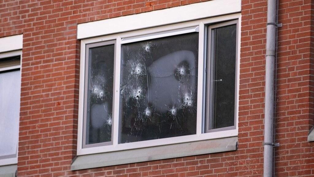 De kogelgaten in het beschoten huis in Amsterdam-Zuidoost