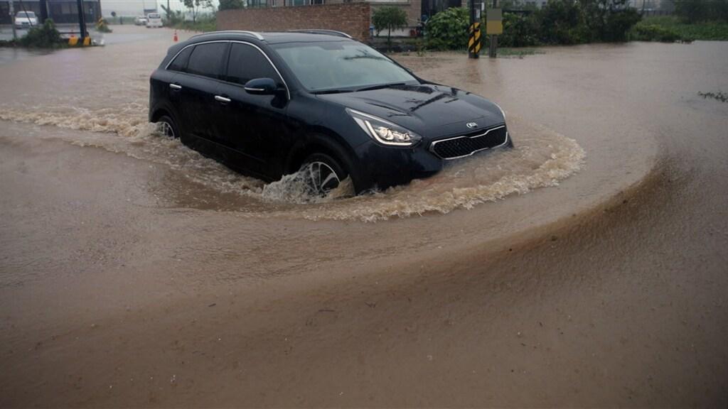 Veel wateroverlast in de Zuid-Koreaanse stad Gangneung.