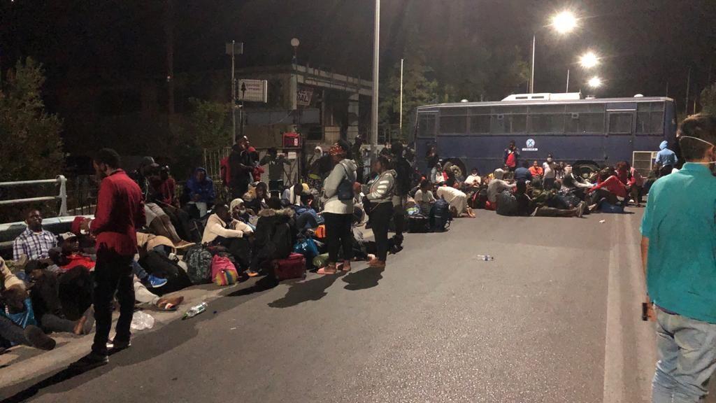 Op de foto van Marieke is te zien hoe de migranten niet langs de blokkade van de politie kunnen