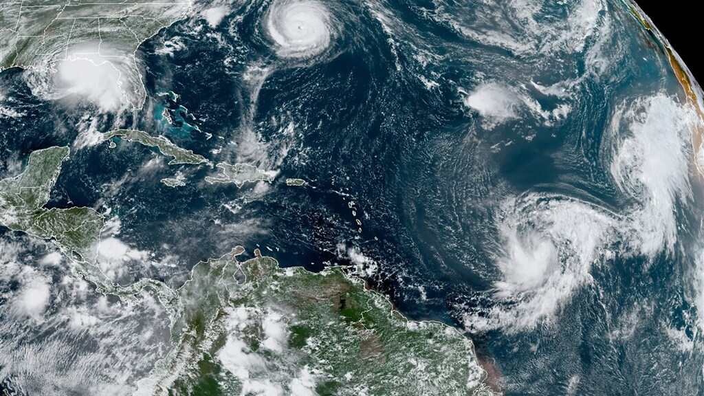 Er razen momenteel vijf cyclonen over de Atlantische Oceaan. Dat gebeurde slechts één keer eerder.