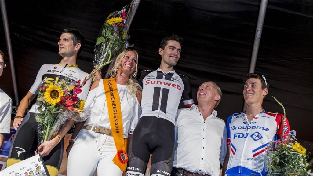 (vlnr) Wout Poels, Tom Dumoulin en Ramon Sinkeldam staan op het podium in Heerlen in 2018.