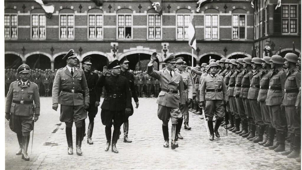 De nazi-bezetter op het Binnenhof tijdens de Tweede Wereldoorlog.