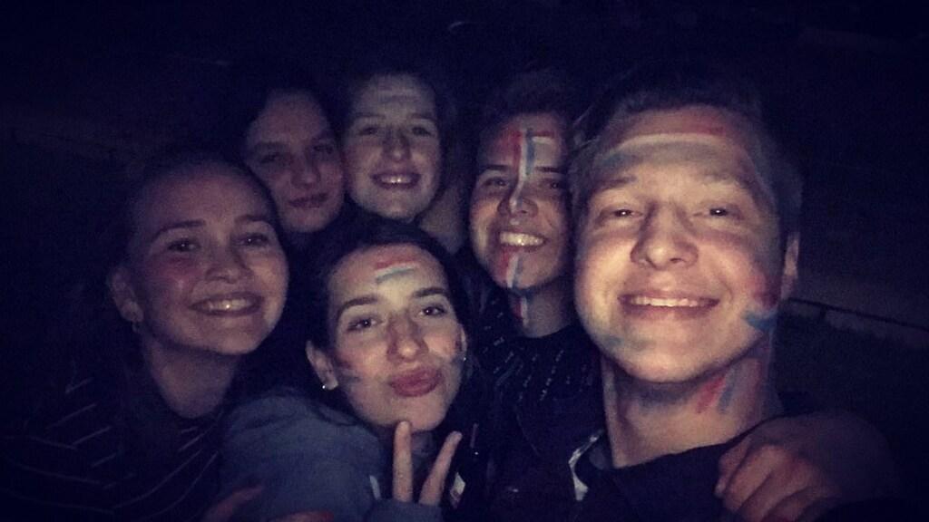 Jolien met haar vrienden tijdens Koningsnacht vorig jaar.