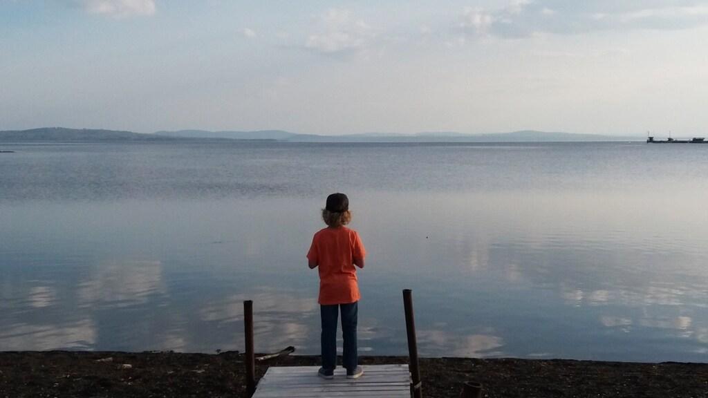 Eline's zoontje tijdens een van hun wandelingen.
