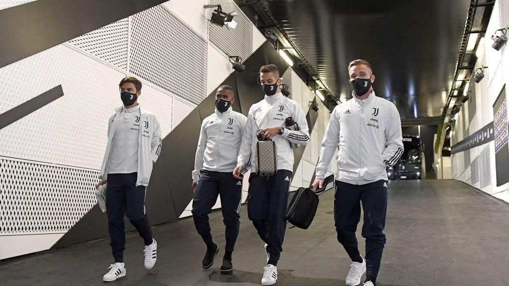 De spelers van Juventus arriveren bij het stadion