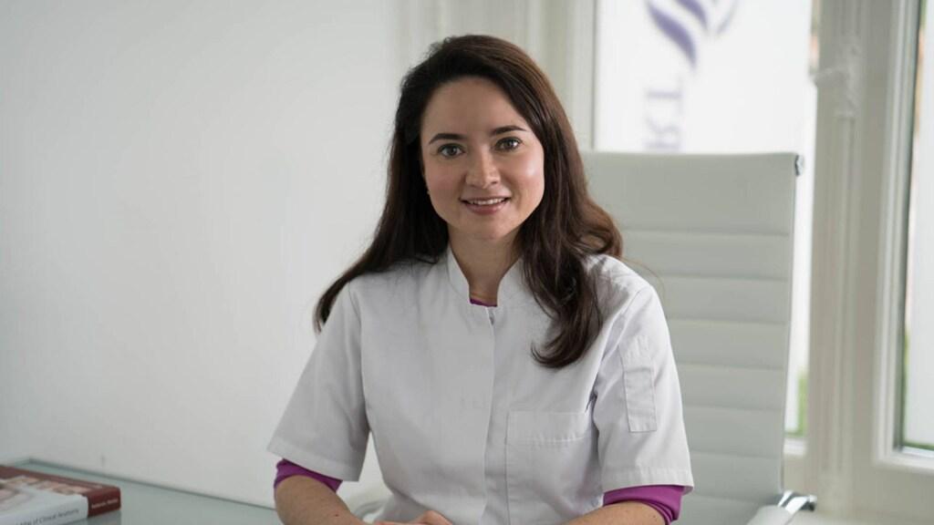 Cosmetisch arts Olga ziet veel meer mensen die iets aan hun zoom-face willen doen.