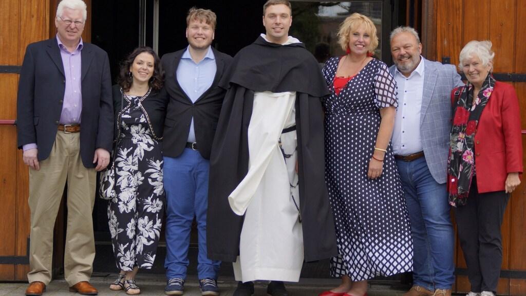 Augustinus met zijn familie na zijn eeuwige gelofte.