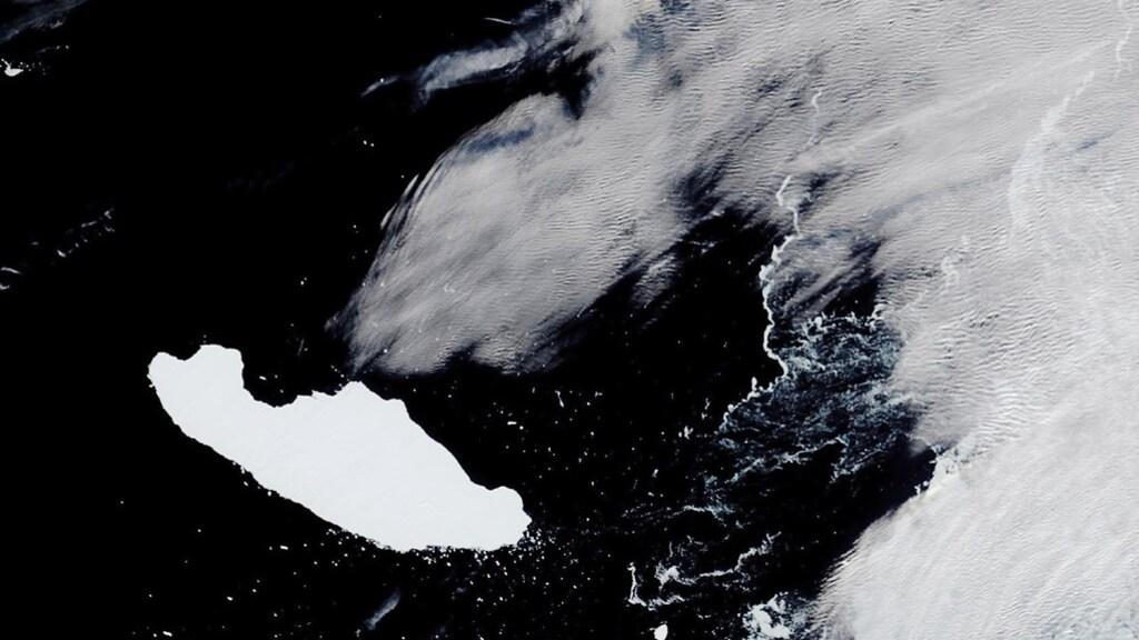 De ijsberg in april, toen nog vlak bij de Zuidelijke Orkneyeilanden.