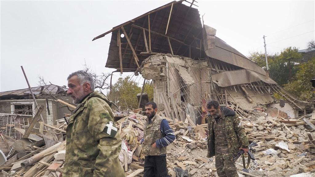 Veel schade in de lokale hoofdstad Stepanakert, nog steeds in Armeense handen