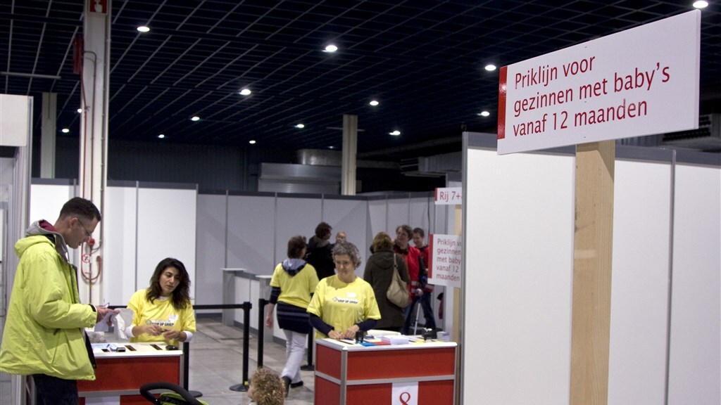 Massale vaccinatie tegen Mexicaanse Griep, in de Jaarbeurs in Utrecht in 2009.