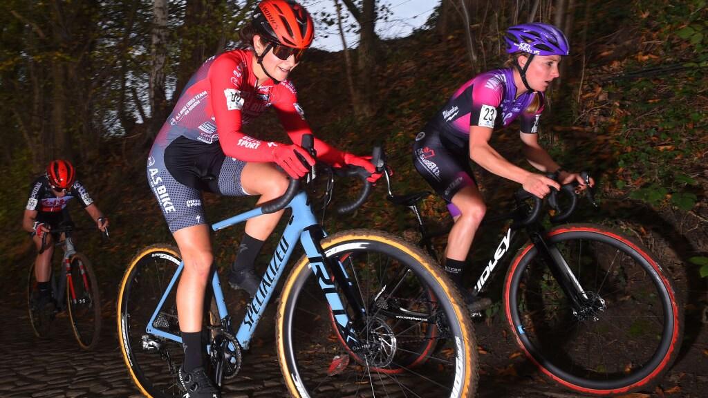 Steeds meer vrouwen stappen op de MTB of zoals hier in België op de racefiets.