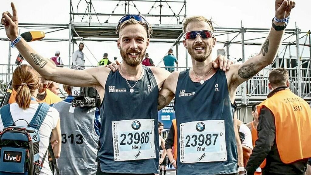 Niels en Olaf Kerkhof na de marathon van Berlijn.