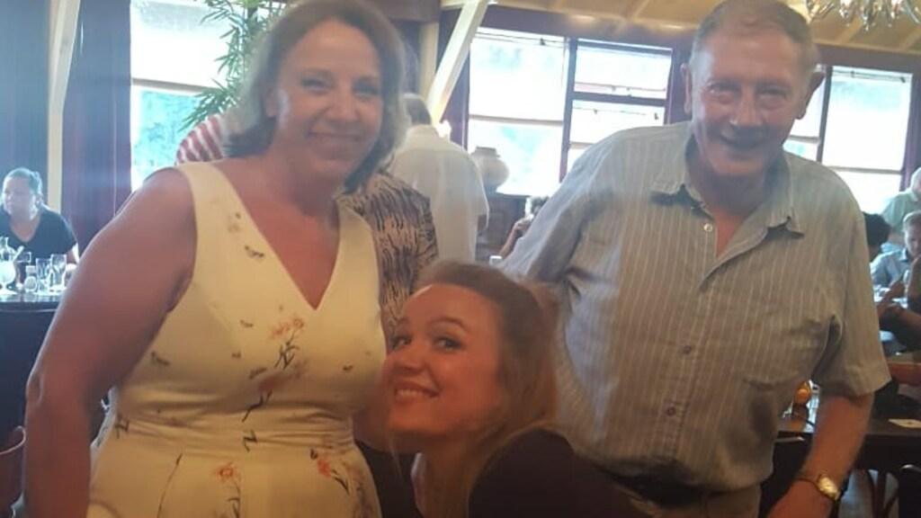 Sandra, samen met haar vader en haar dochter Demi