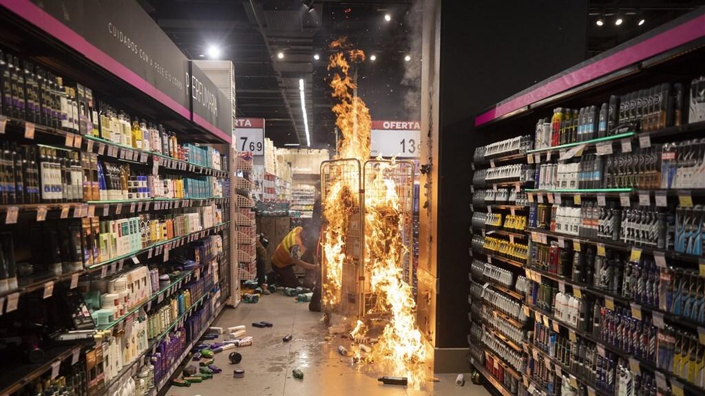 Brand in een Carrefour-vestiging.