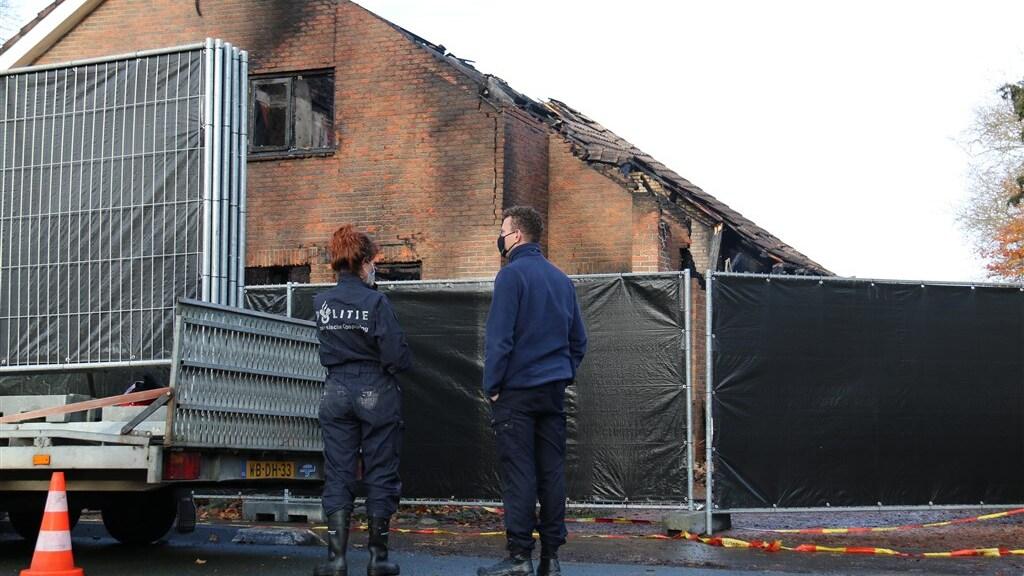 De woning is volledig uitgebrand.