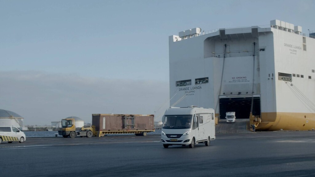 De campers zijn met het vrachtschip Grande Luanda verscheept