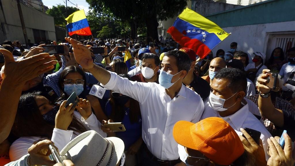 Oppositieleider Guaidó enkele dagen geleden. Veel mensen zien hem niet langer als verlosser.