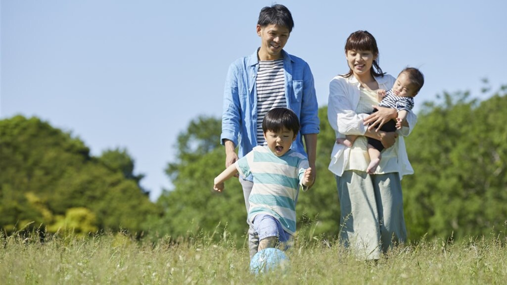 Zo ziet Japan het graag. Jong getrouwd stel en twee kinderen.