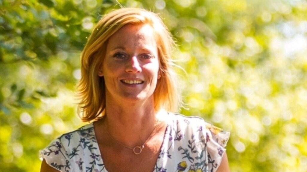 Zorgemedewerker Sabine laat zich zeker weten vaccineren.
