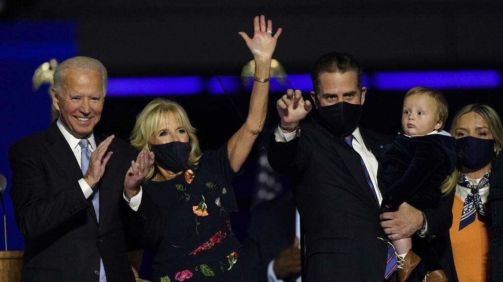 Joe en Jill Biden, en zoon Hunter. Na de overwinningstoespraak van Joe Biden in Wilmington.