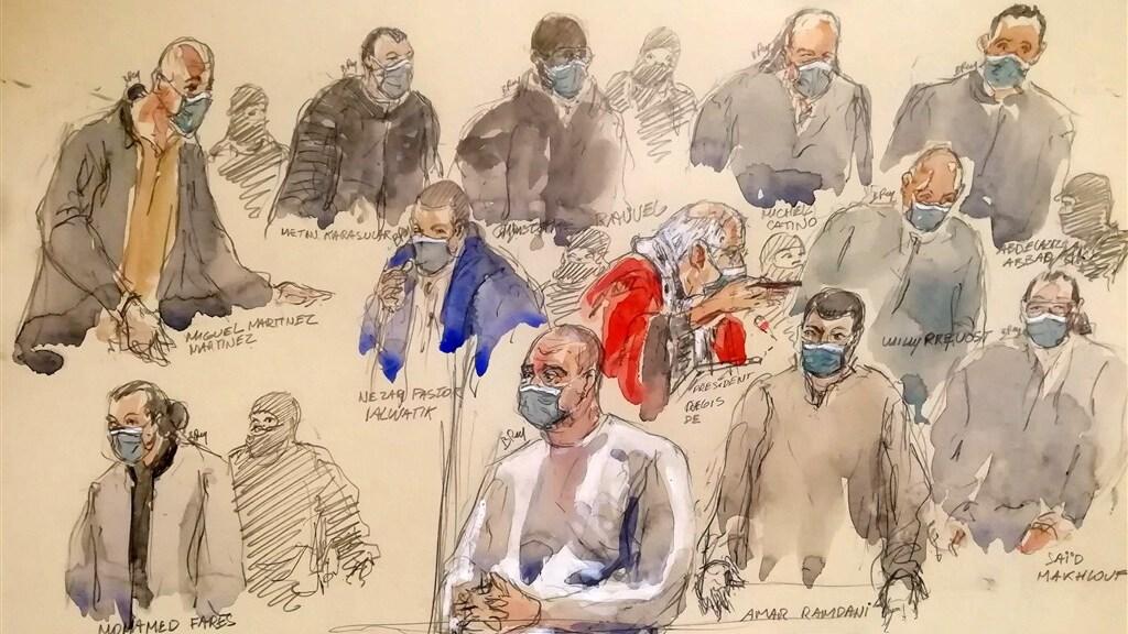 Handlangers van de aanslagplegers. In het midden de hoofdverdachte Ali Riza Polat.