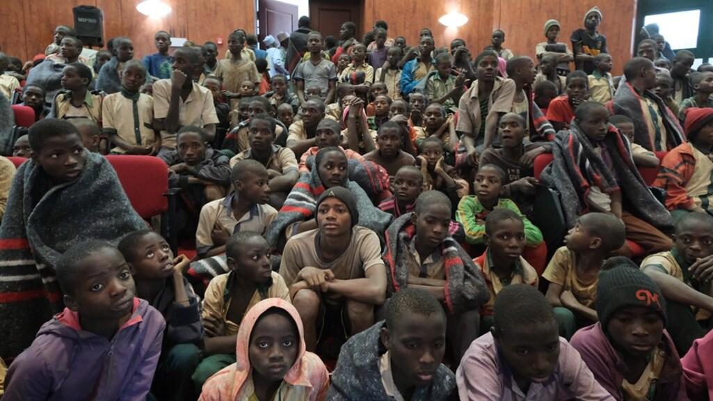 De ruim 300 schoolkinderen die weer vrij zijn.