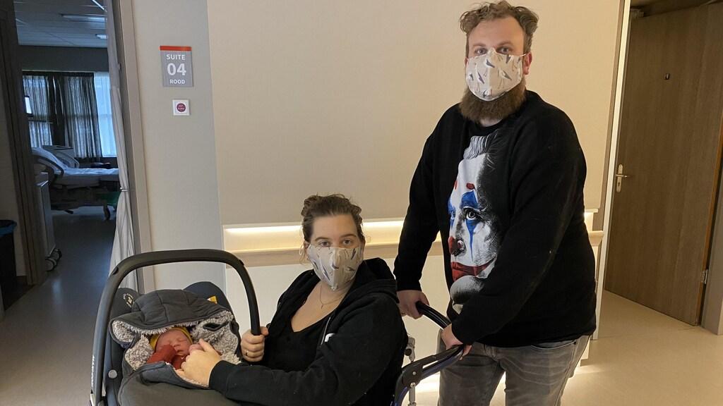 Marjolijn: 'Om de mondkapjesplicht wat op te leuken, heb ik mondkapjes met ooievaartjes gekocht'