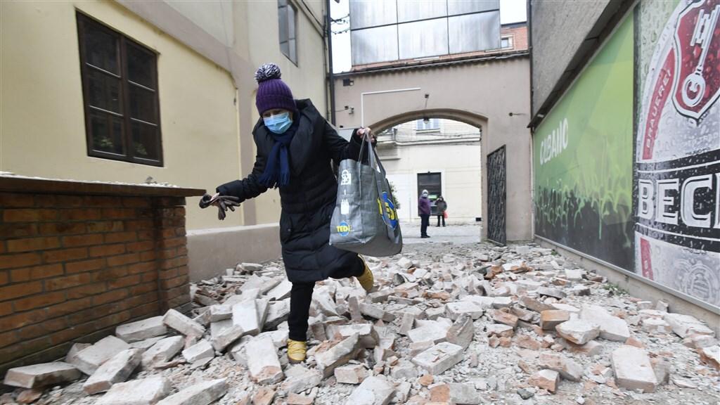 Ook gisteren is er een aardbeving geweest.