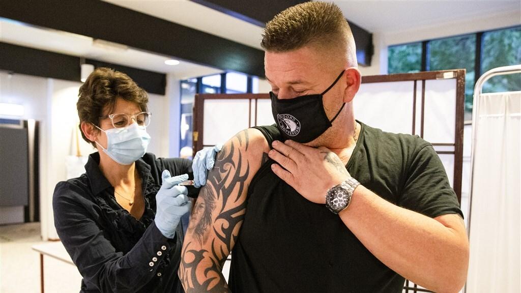 'GGD komt 6000 werknemers tekort voor massavaccinaties in juni'