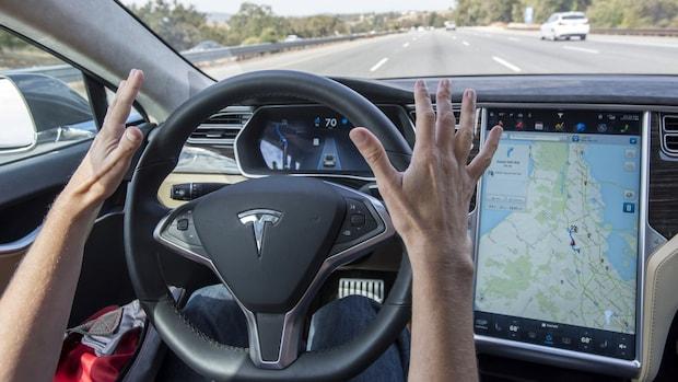 'Volledig zelfrijdende Tesla nog niet dit jaar de weg op'