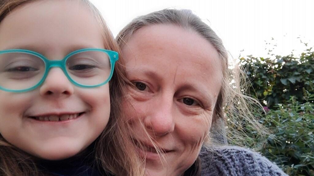 Valerie met haar dochter.
