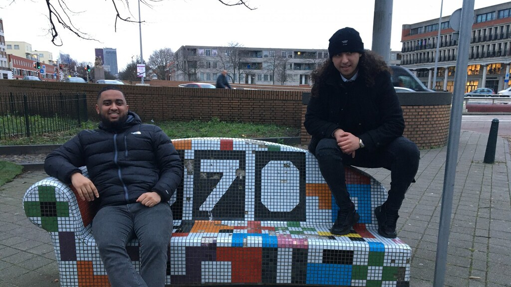 """Amir (links) en Achraf over opgroeien in de Schilderswijk. """"Wij zijn aardige jongens."""""""