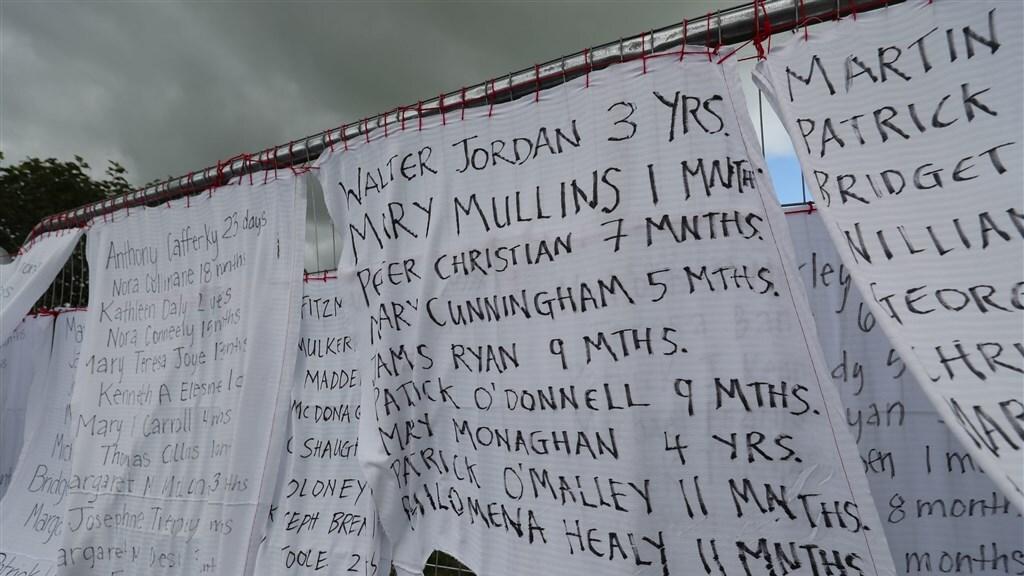 Namen van kinderen die overleden in St. Mary's tehuis. In totaal kwamen er 802 baby's en jonge kinderen om.