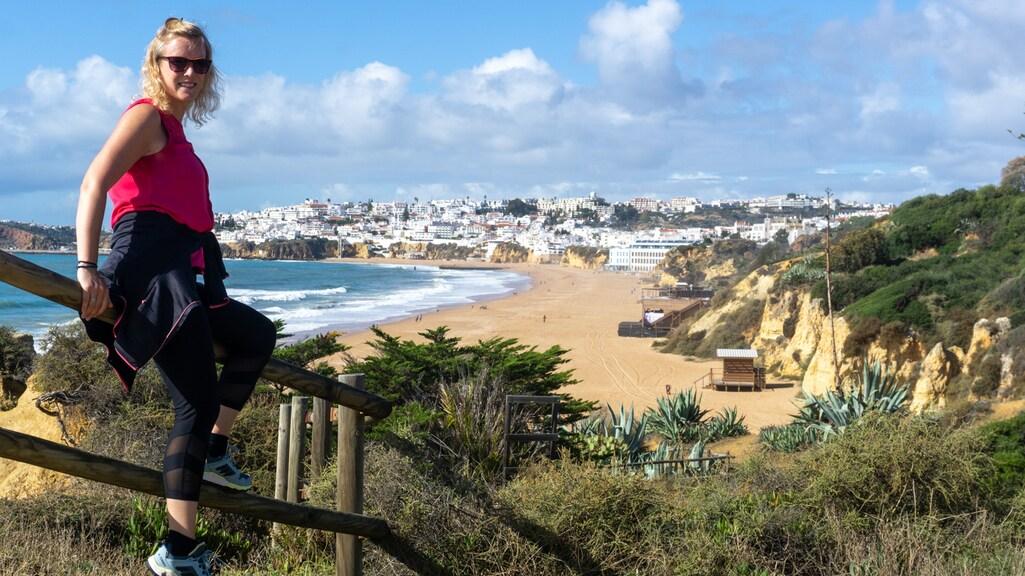 Jacoba: 'Ik wandel regelmatig over de grote trail langs de kust hier.'