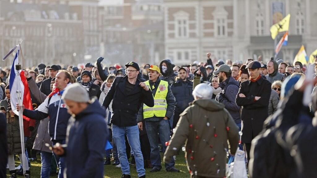 De demonstranten voordat de politie ingreep.