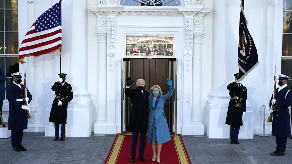 Joe en Jill Biden na aankomst bij het Witte Huis.