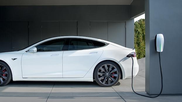 Twee derde bezitters van elektrische auto heeft laadpaal aan huis