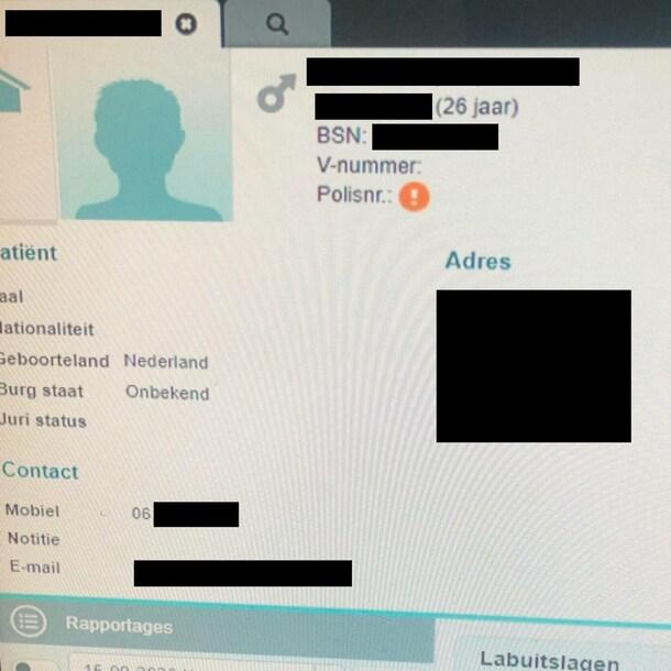 Eén van de personen die RTL Nieuws heeft opgezocht in CoronIT. In verband met de privacy hebben wel veel gegevens zwartgemaakt.