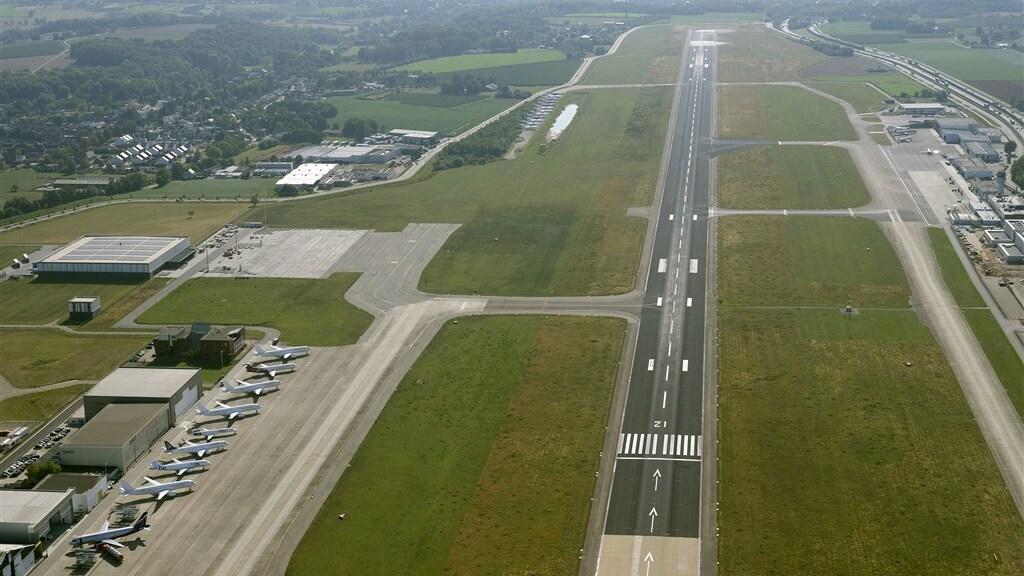 Vliegveld Maastricht Aachen Airport.