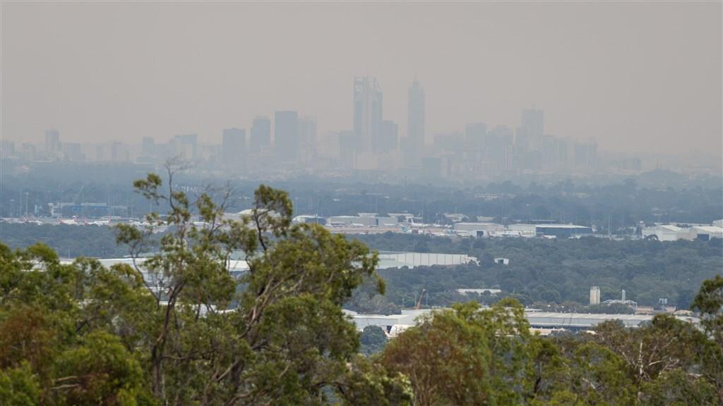 Perth was gisteren gehuld in een dikke laag rook.