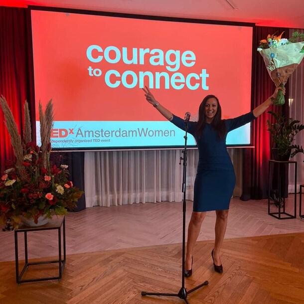 Nadya is naast haar werk haar eigen bedrijf begonnen. Ze geeft lezingen over werken met een beperking of ziekte en hoe je als manager iemand zou kunnen aannemen met een beperking.
