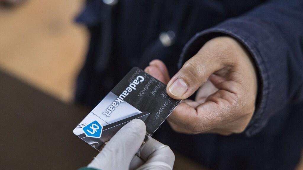 De boodschappenkaart van 15 euro die het Rode Kruis uitdeelt aan de kwetsbaarste mensen in Nederland.