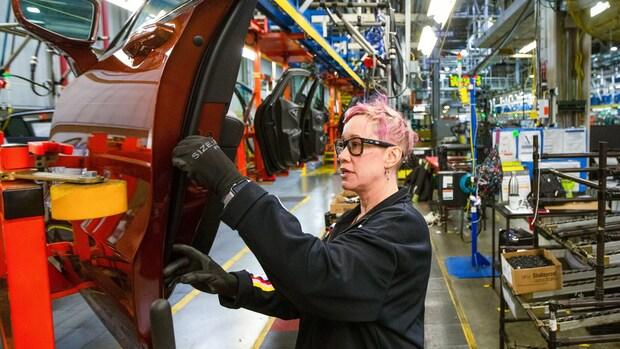 Autofabrieken GM langer dicht door tekort aan chips
