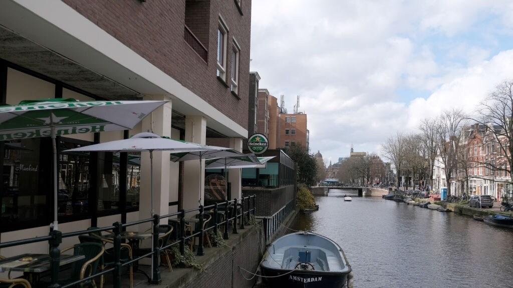 Lege terrassen in Amsterdam.