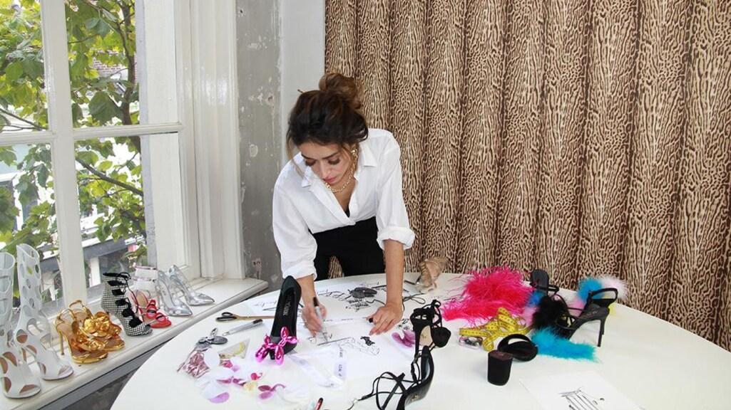 Zeynep in haar kantoor.