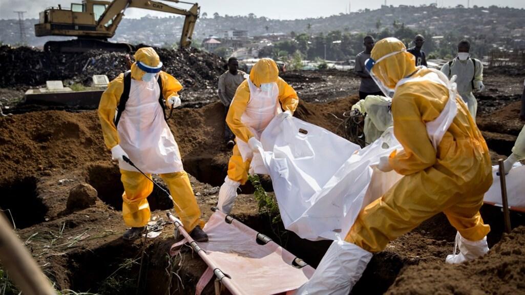 Vooral bij begrafenissen is ebola gevaarlijk.