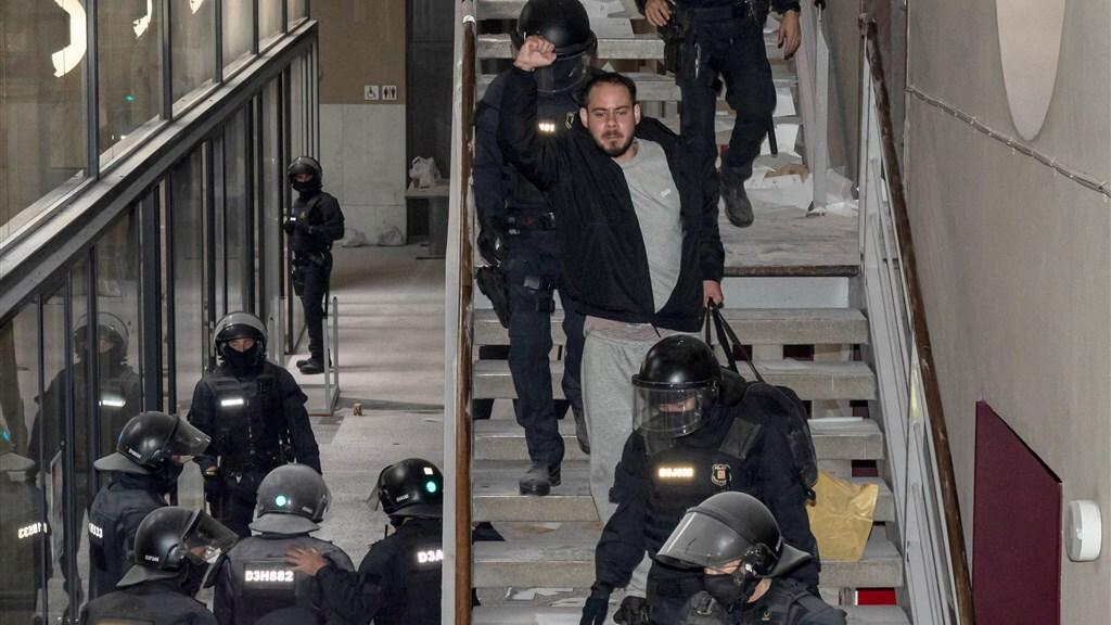 De Catalaanse rapper had zich verschanst in een universiteitsgebouw.